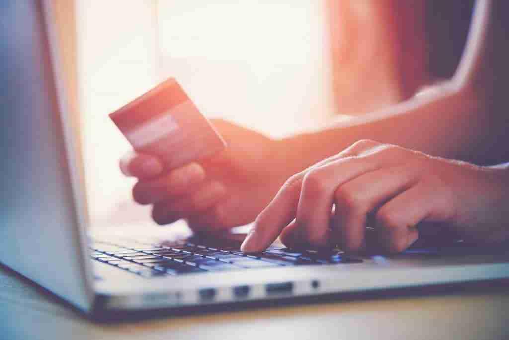 brick and mortar vs e-commerce