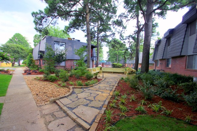 photo of briarwood apartments in little rock arkansas